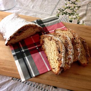 比較用にドイツパンのStollenシュトレンを作りました。