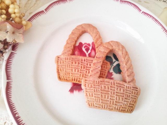 月替わりのお菓子は「いちごのサブレ」です